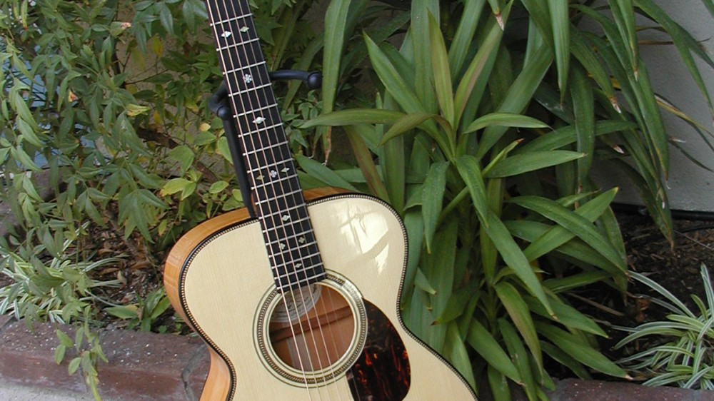 Old OO style in Yew with Adirondack Spruce top