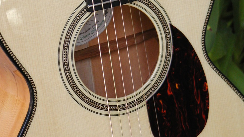 Old OO style in Yew with Adirondack Spruce top 2
